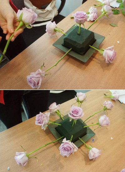 Cách cắm hoa hồng bằng mút xốp đơn giản ngày Tết