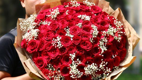 Ý nghĩa của 99 bông hồng trong tình yêu là gì?